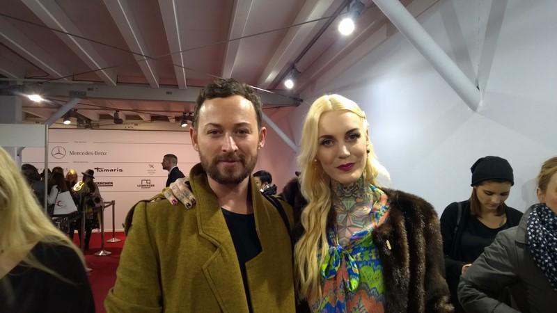 Designer Marcel Ostertag und Tattoomodel Lexy Hell am Weg zur Show der steirischen Designerin Lena Hoschek (Foto Hedi Grager)