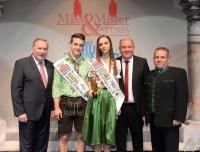 Hans Straßegger und die glücklichen Sieger Christoph Ranz und Cornelia Stangl mit Siegfried Schrittwieser (Foto Miss Austria Corporation Steiermark)