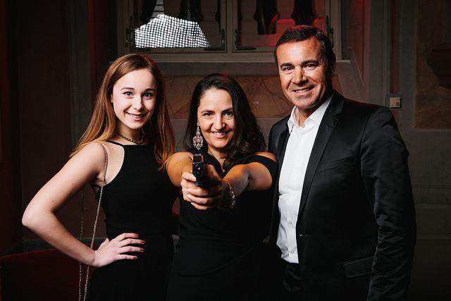 """Fjolla im """"James Bond Style"""" mit ihrem Partner Helmut und dessen Tochter Lisa (Foto Brand Embassy)"""
