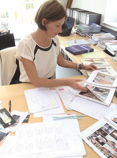 Eva Lutz liebt es, auf ihrem wunderschönen Gutshof zu leben und zu arbeiten - genießt und braucht aber auch das Stadtleben (Fotos MINX)