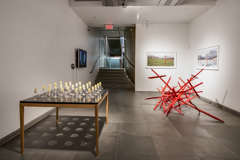 """ACF zeigt eine aktuelle Ausstellungsansicht von """"Display of the Centuries. Frederick Kiesler and Contemporary Art"""" (Foto David Plakke)"""