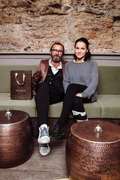 """Stern-Chefin Bianca Felligi und Roland Supper (Pilatus Fashion). Er unterstützte sie beim Umbau ihrer """"Stern Bar"""" mit kreativen Ideen (Foto Stern Bar)"""
