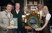 Christof Widakovich, Franz Grossauer, Gerald Zanker, Ronald Zentner gemeinsam mit Glöckl-Chefin Isabella Edler (Foto Christina Dow)