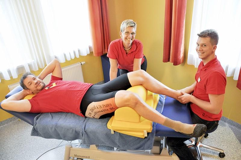 Armin Assinger vertraut der Erfahrung von Daniela Reiter. In ihrem bestens geschulten Team arbeitet auch ihr Sohn Sebastian (Foto Barbara Höfler)