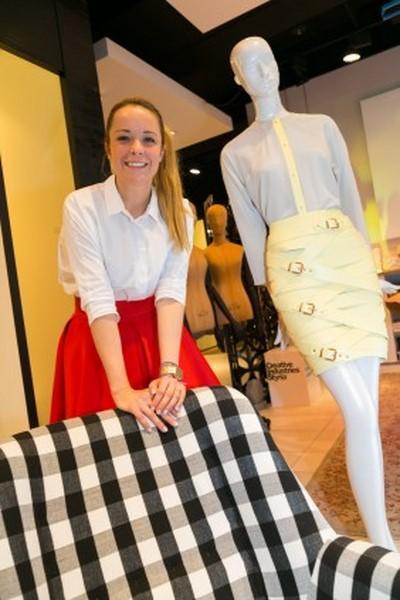 Marina Hoermanseder freut sich sehr, dass ihre Mode jetzt auch bei Kastner&Öhler erhältlich ist (Foto Robert Frankl)