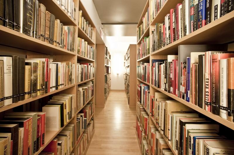 Die Bibliothek des ACF befindet sich im 4. Stock des Gebäudes und verfügt über eine Sammlung von über 10.000 Büchern mit Bezug zu österreichischer Kunst und Kultur. Die Bibliothek wird derzeit digitalisiert, die bisher erfassten Titel sind über das System des Österreichischen Bibliothekenverbundes online abrufbar (Foto David Plakke)