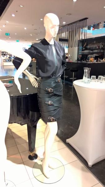 Außergewöhnliche Lederkreationen und Ready-to-Wear Stücke der international erfolgreichen Designerin Marina Hoermanseder (Foto Hedi Grager)