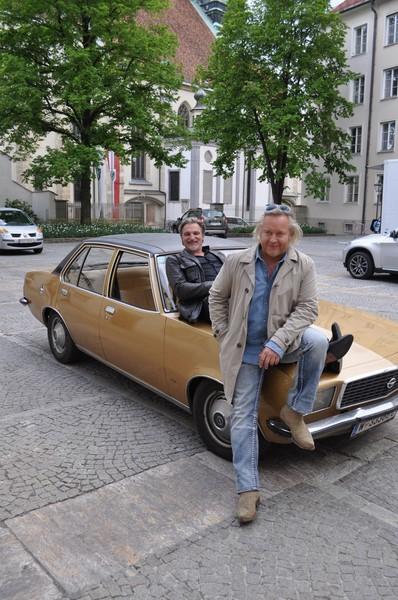 Stefan Jürgens mit seinem Partner Gregor Seberg bei Dreharbeiten zu Soko Donau in der Grazer Burg (Foto Reinhard Sudy)