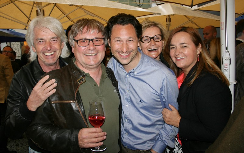 Unter den gut gelaunten Gästen Reinhard Sudy, Walter Polz, Alexander Pansi, Hedi Grager und Renate Polz (Foto Christina Dow)