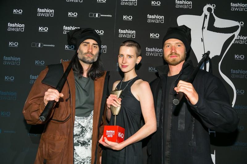 Die steirische Designerin und Kastner & Öhler Fashion Award Gewinnerin 2015 Sabrina Stadlober mit 2 Models (Foto Oliver Wolf)