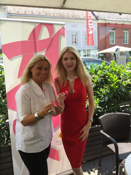 Christiane Baldauf, mit Beatrix Drennig, erklärt, dass sie sich sowohl im Charity- wie auch im politischen Bereich weiterhin in der Südsteiermark, mittelfristig aber auch in Wien engagieren wird (Foto Kerstin Reinprecht)