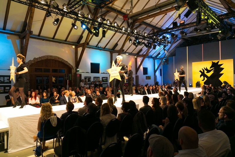 """Ein """"Walk of Fame"""" - für Models, Gewinner und Kunden in der Grazer Seifenfabrik bei der Green Panther Gala 2015 (Foto Robert Frankl)"""