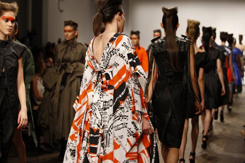 Designerin Isabel Vollrath liebt außergewöhnliche Materialien (Foto Peter Kirchhoff)