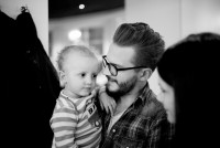 Wenn der Vater mit dem Sohn .... (Foto Joel Kernasenko)