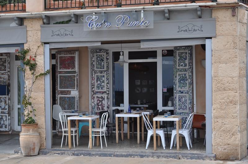 In ihrem Restaurant Ca'n Punta kennt Sonja Kirchberger jeden Arbeitsschritt (Foto Reinhard Sudy)