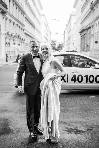 Ein erfolgreiches und attraktives Paar: Christian Pöttler und Uschi Fellner am Weg zum Concordia Ball (Foto Stefan Joham)