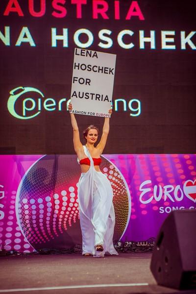 """Liliana Klein organisierte eine großartige Eröffnungsshow des Eurovision Songcontest """"Fashion for Europe"""" vor dem Wiener Rathaus (FLASHED EVENTS)"""