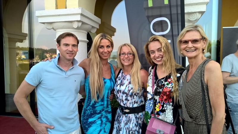 Yvonne Rueff mit ihrem Robert, Birgit Spieß, Liliana Klein und Hedi Grager: HTC Fashion check-in in Velden (Foto Reinhard Sudy)