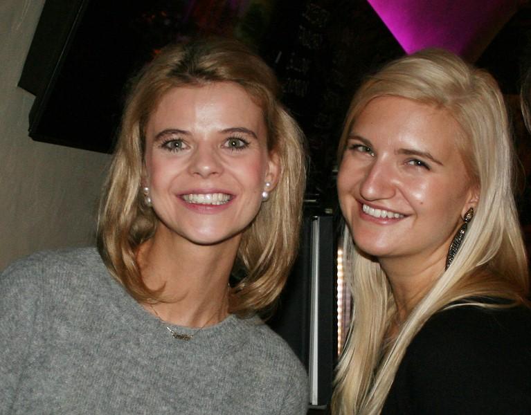 Auch Kathrin Paar, hier mit Herti Grossauer, ließ sich den kulinarischen Abend nicht entgehen (Foto Christina Dow)