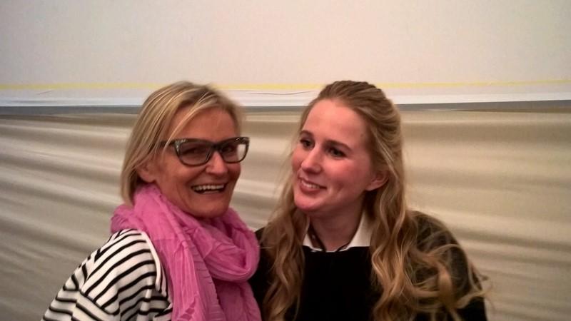 Obwohl es nur mehr 5 Minuten bis zur Show waren, nahm sich Lilli Ingenhoven Zeit für ein Foto mit mir (Foto Reinhard Sudy)
