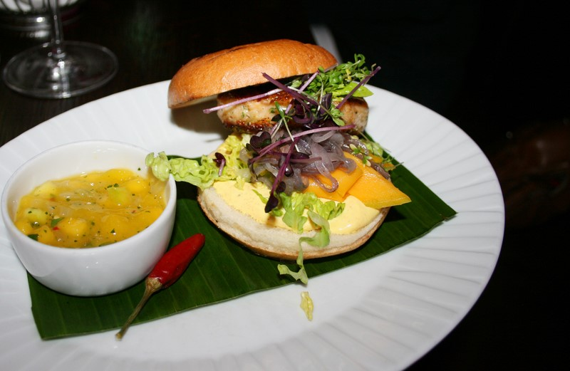 Nicht nur wunderbar anzusehen: der köstliche Lobster Burger (Foto Christina Dow)