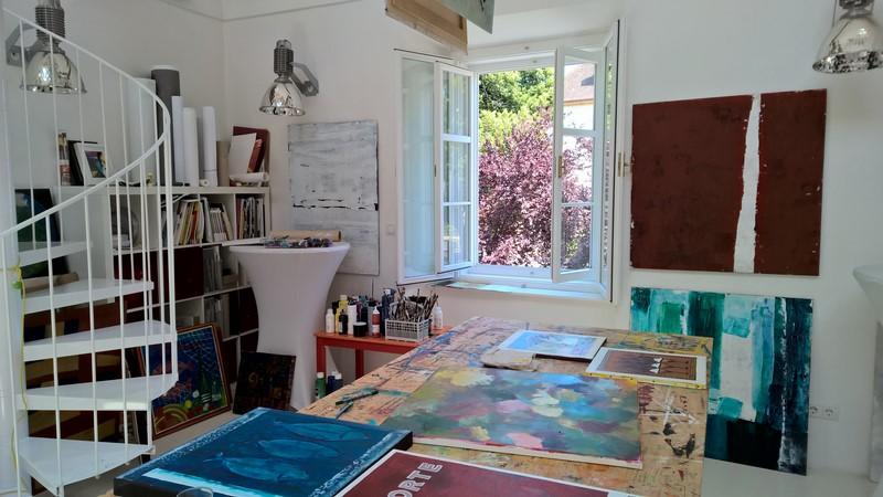 Das Atelier befindet sich in einem der ältesten Häuser am Hauptplatz in Leibnitz (Foto Hedi Grager)
