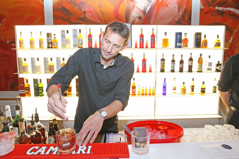 Falstaff Bar- und Spiritsgala 2015: Christian Ebert (Inhaber First Vienna Barschule & Ebert's Bar) bei der Campari Bar (Foto Philip Enders/Campari Austria)