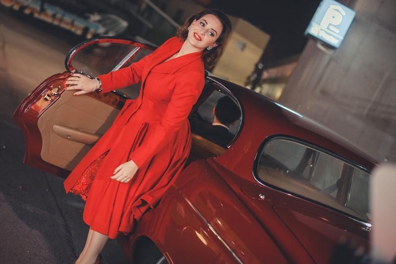 """Die Designerin fuhr stilecht im roten Oldtimer-Jaguar des soeben neu eröffneten Hauses """"Grand Ferdinand"""" vor (Foto Philipp Lipiarski / www.goodlifecrew.at)"""