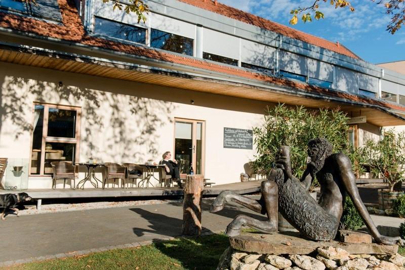 """""""Der Pössnitzberg wurde für Gäste gebaut, die Wein genießen wollen"""", erklärt Walter Polz."""