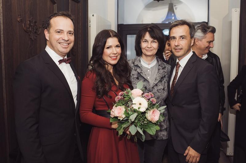 Bürgermeister Siegfried Nagl und seine Frau Andrea gratulieren Judith und Gerald Schwarz sehr herzlich zum neuen Landhauskeller (Foto Joel Kernasenko)