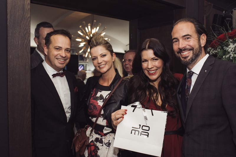 Auch Manuela und Markus Jocher, JOMA Fashion, gratulierten Judith und Gerald Schwarz zu ihrem großartigen neuen Lokal (Foto Joel Kernasenko)