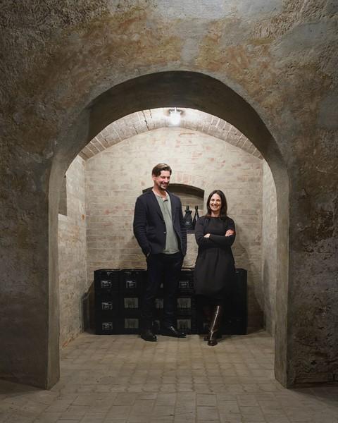 Manfred und Marion Ebner-Ebenauer: Der nach der traditionellen Methode hergestellte Sekt aus ausschließlich Chardonnay-Trauben erhielt kürzlich vom renommierten US-Magazin Wine Enthusiast 95 von 100 Punkten und spielt damit in einer Liga mit Roederer, Dom Pérignon, Taittinger und Krug. (Foto Christof Wagner)