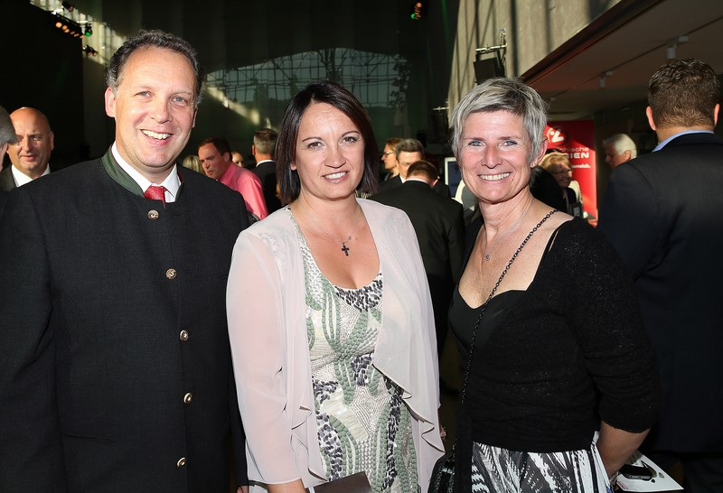 Galanacht des Sports 2015: Gerhard Krawagna, Evelyn Fauth and Barbara Muhr (Foto GEPA pictures/Hans Oberlaender)