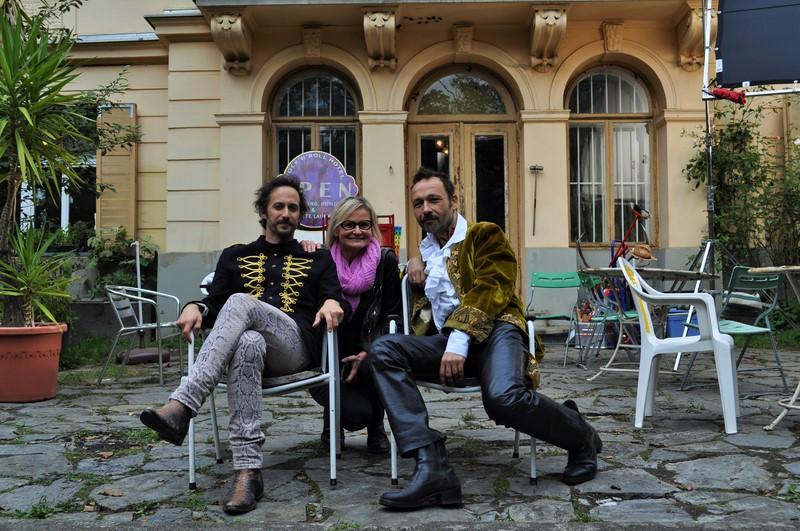 Regisseur und Schauspieler Michael Ostrowski, Hedi Grager und Gerald Votova vor dem HOTEL ROCK'N'ROLL (Foto Reinhard Sudy)