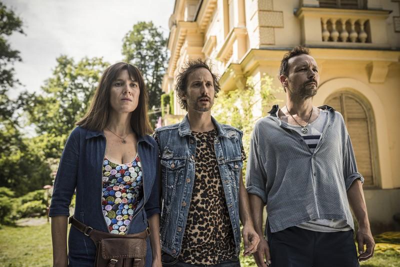 Auch wenn sie hier ernst schauen: Pia Hierzegger, Michael Ostrowski und Gerald Votava hatten viel Spaß beim Dreh. (c) Toni Muhr/Dor Film