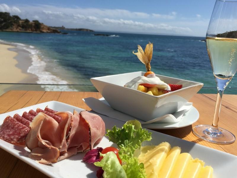 Die Beach Alm ist ein Mix aus Restaurant, Kantine und Alm - und ein Ort, der für Sport, Geselligkeit und Familie steht (Foto Beach Alm)