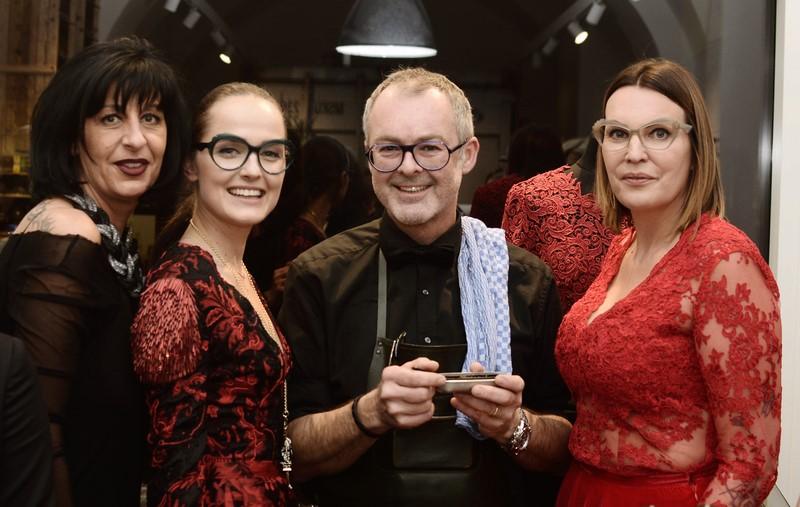 Sabine Friedl (Nägele & Strubell), Mode-Designerin Eva Poleschinski, Albert Kriwetz, Bar Albert, und Brillen-Designerin Katharina Plattner (Foto Eva Maria Guggenberger)