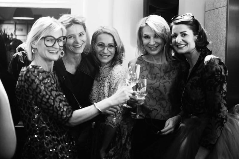 Gäste und Models amüsierten sich beim Ladies Cocktail im Brillenquartier: Hedi Grager, Anne Maria Schullin, Sandra Schranz, Ingrid Hörmann und Elisabeth Böck (Foto Eva Maria Guggenberger)