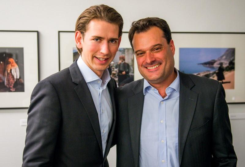 Michael Friedl mit Bundesminister Sebastian Kurz (Foto David Plakke)