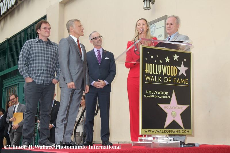 Ulrike Ritzinger mit Quentin Tarantino, Christoph Waltz, Tom LaBonge und Mitch O'Farrell (Foto Clinton H. Wallace/Photomundo International)