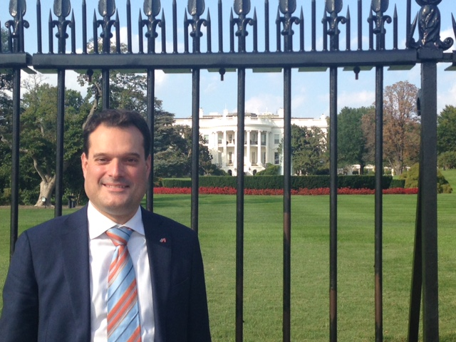 Michael Friedl vor dem Weißen Haus in Washington (Foto Michael Friedl)
