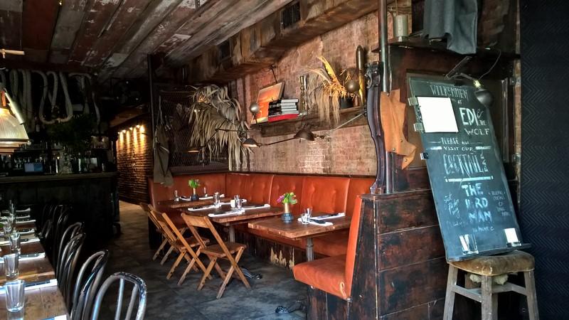 Namen gibt es keinen an der Tür des 2010 von Edi und Wolfgang eröffneten erfolgreichen Restaurants 'Edi & The Wolf' (Foto Hedi Grager)
