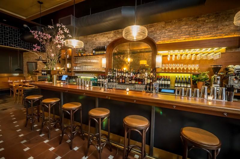 Das neu eröffnete 'FREUD' wurde vom Österreicher Florian Altenburg designt. Es bietet nicht nur wunderbare Weine und Cocktails an, sondern hat auch ein großes Angebot an Bieren, wie Radeberger Pilsner, Schöfferhofer Hefeweizen oder Braufactum Progusta (Foto FREUD)