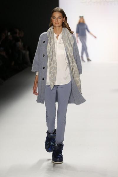 Sportalm zeigt auf der Mercedes Benz Fashion Week wunderschöne Farben von Knallrot und Marsala, über Grau, Eisblau, Weiß bis hin zu zarten Pudertönen (Foto Agency People Image (c) Jessica Kassner)