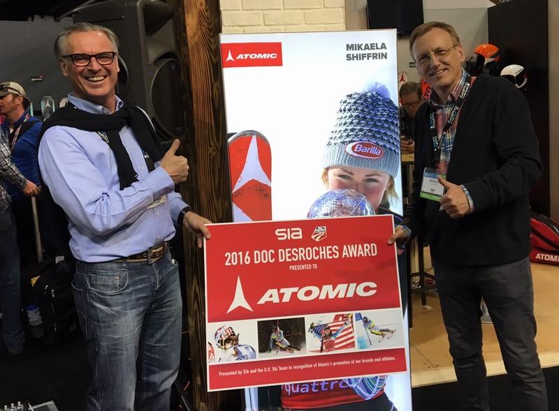 Rudolf Thaler mit Atomic CEO Wolfgang Mayrhofer auf Nordamerika's größter Wintersportmesse SIA 2016 in Denver, CO (Foto beigestellt)