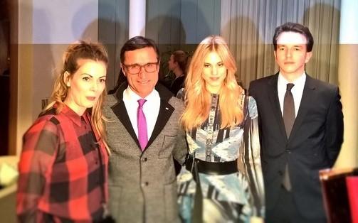 Designerin Rebekka Ruetz, Josef Margreiter, Geschäftsführer der Tirol Werbung, Model Larissa Marolt und Botschaftssekretär Walter Hecher auf der After Show Party (Foto Hedi Grager)