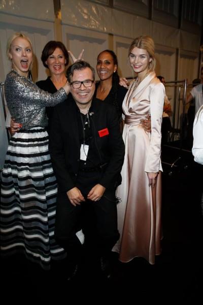 Designerin Eva Lutz mit Topmodel Franziska Knuppe, Stargast Barbara Becker, Model Luisa Hartema mit Agenturchef Reinhard Mätzler.