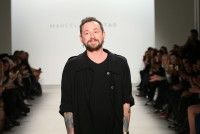 Designer Marcel Ostertag zeigte seine Frühlingskollektion auf der New York Fashion Week(Photo by Neilson Barnard/Getty Images)