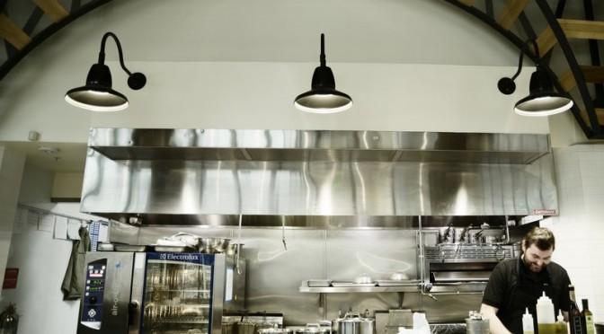 Bernhard Mairinger verwöhnt Beverly Hills mit Schnitzel und Apfelstrudel