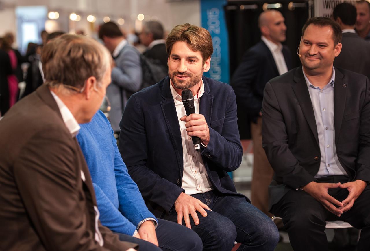 Christian Kurz (rechts) in einer der vielen Talk-Runden, an denen er teilnimmt (Foto beigestellt)